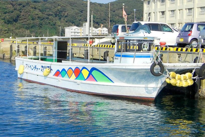 辰ノ島全体を巡る遊覧船