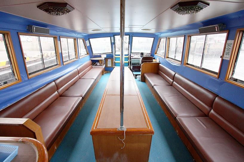 辰の島渡船の船内
