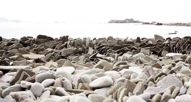 自然の不思議!石の波が押し寄せる海岸?「龍蛇浜」(りゅうだはま)