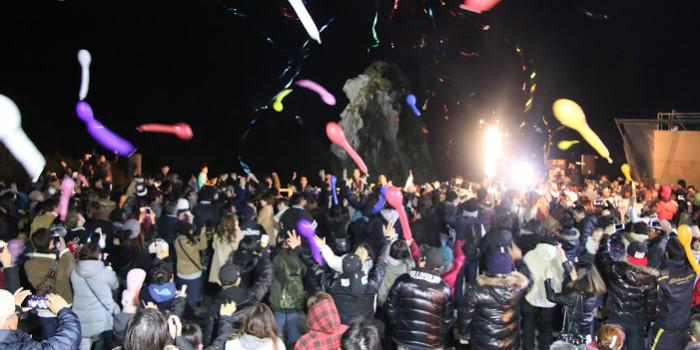 壱岐島「猿岩カウントダウン2016」ライトアップで光の演出!干支「申」で、全国から注目が集まる